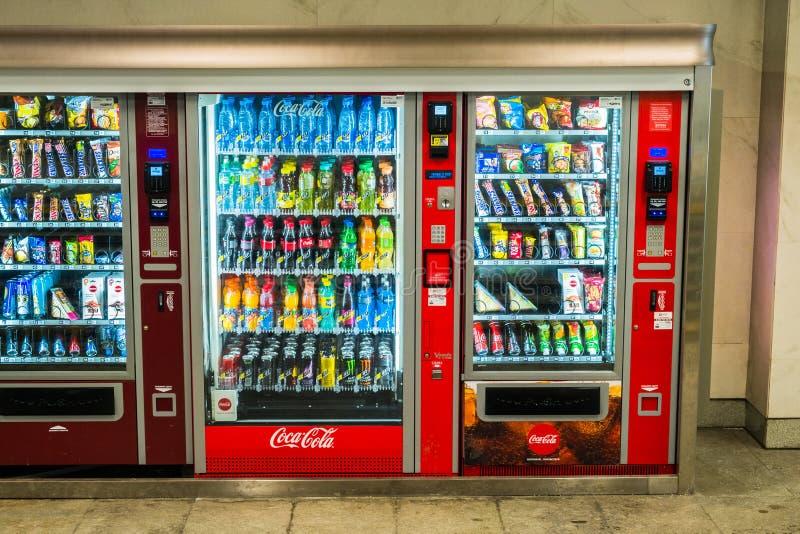 莫斯科,俄罗斯,1月,23日 2019年:在地下地铁的自动贩卖机 库存照片