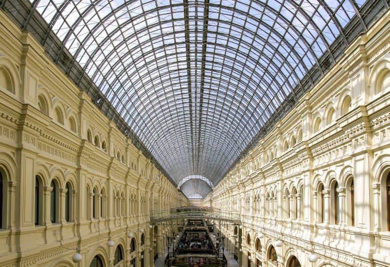 莫斯科,俄罗斯, 2017年5月02日 胶的交易场地的内部,画廊的看法第二和第三楼 库存图片