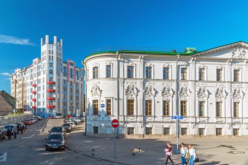 莫斯科,俄罗斯-可以14 2016年 家庭Mosselprom和Rossotrudnichestvo大厦-建筑地标看法  免版税库存照片