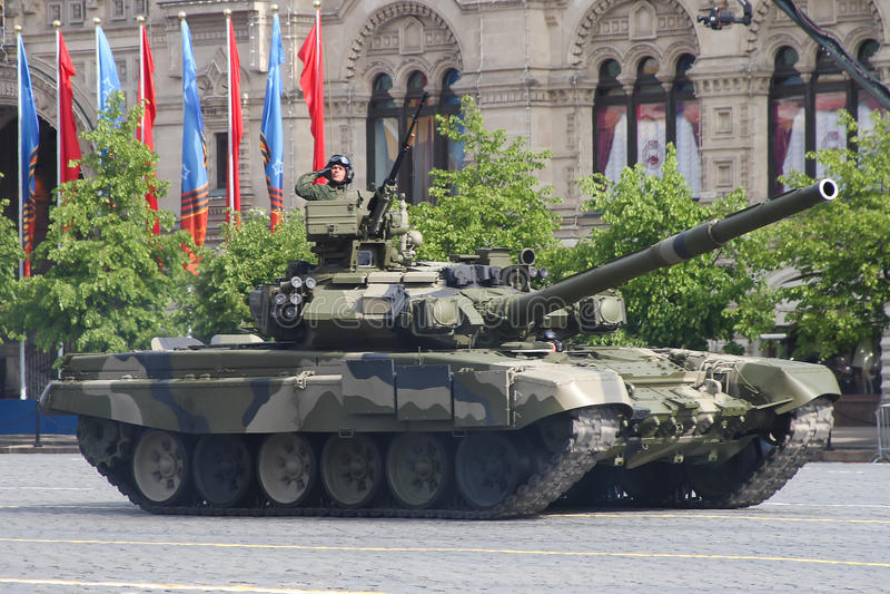 莫斯科,俄罗斯-可以09日2008年:胜利在红场的天WWII游行的庆祝 军用设备庄严的段落,飞行 免版税库存图片