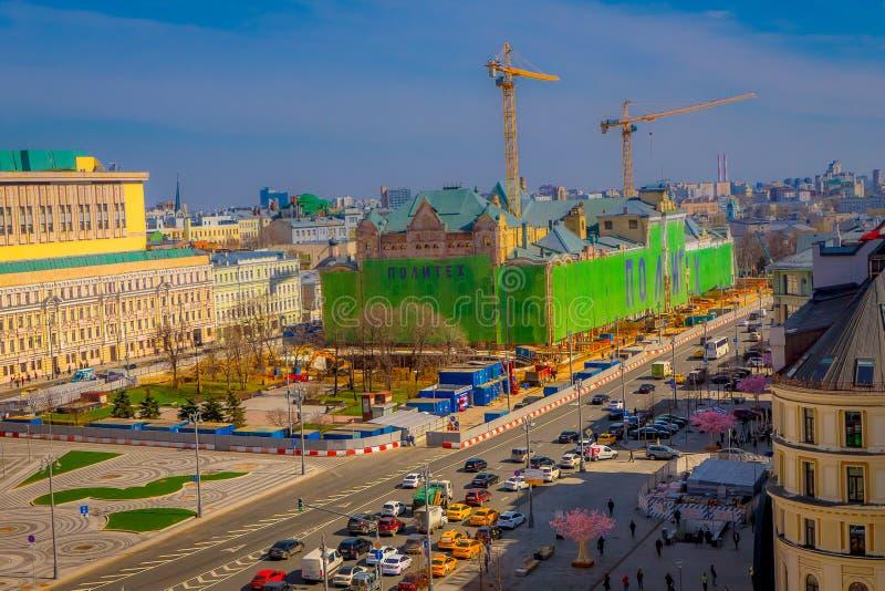 莫斯科,俄罗斯2018年4月, 24日:在街道看法有交通的和国际性组织上华美的全景  库存图片