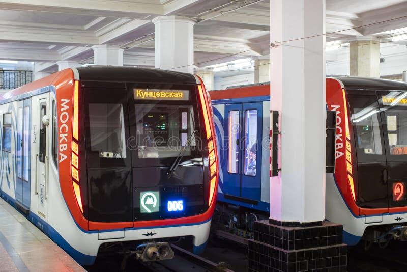 莫斯科,俄罗斯- 2018年10月23日:在地铁的现代地铁火车 库存照片