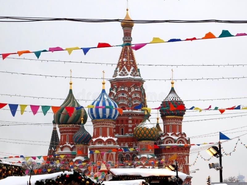 莫斯科,俄罗斯- 2019年1月31日:柏拉仁诺教堂用雪盖了 从胶市场的看法 免版税库存照片