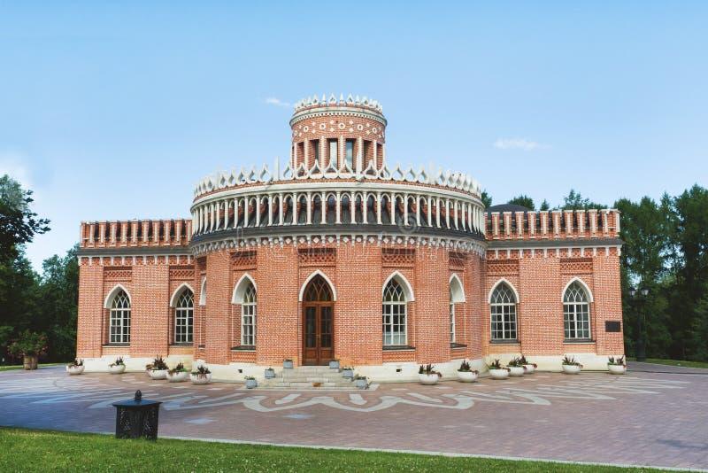 莫斯科,俄罗斯- 2019年7月17日:观光莫斯科 盛大察里津宫殿 Tsaritsyno是宫殿博物馆和公园储备  免版税库存照片