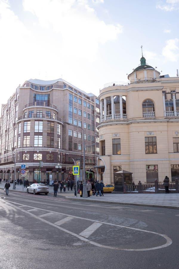 莫斯科,俄罗斯- 2019年2月16日:餐馆布拉格在老Arbat街道的冬天好日子 库存照片