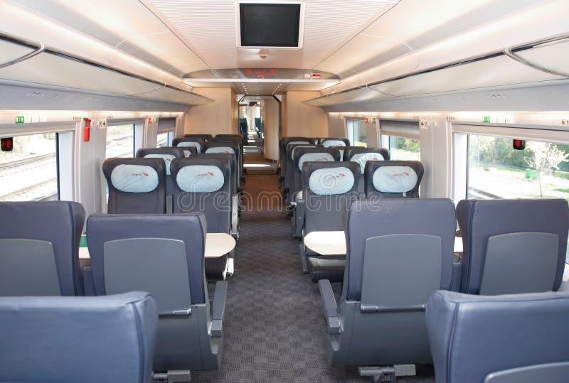 莫斯科, 2011年9月, 18日,陈列EXPO1520 :现代新一代高速旅客列车交谊厅内部火车主持位子 图库摄影