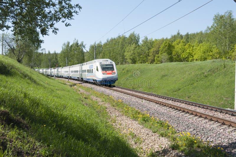 莫斯科, 2010年7月, 12日:高速火车Pendolino Sm6急速的乐章在RZD路轨方式铁路跑 俄国高速火车 RZD 免版税图库摄影