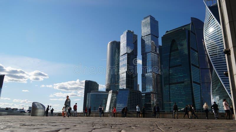 莫斯科- 2018年9月17日:莫斯科街道看法有莫斯科城市摩天大楼的 库存照片