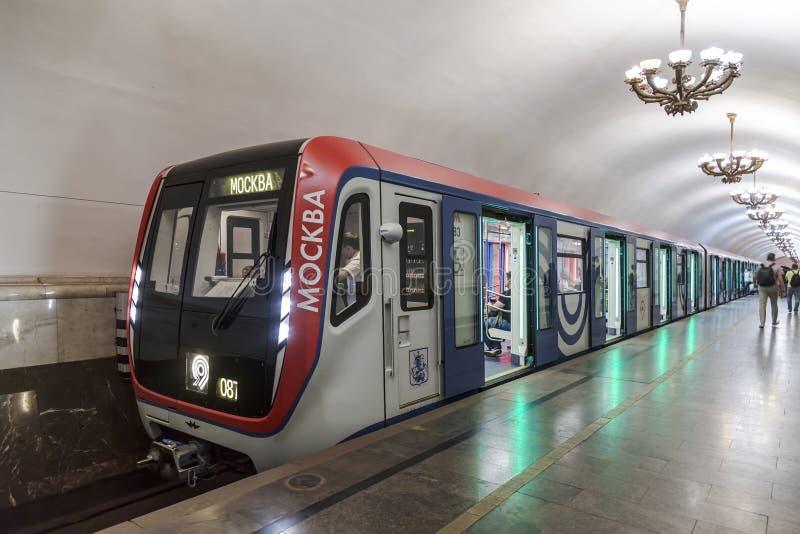 `莫斯科`,莫斯科地铁的最现代的火车,被生产自2016年以来 火车以纪念第83的莫斯科地铁游行  免版税库存照片