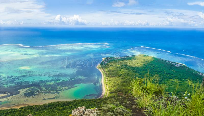 莫纳山山,毛里求斯海岛,非洲鸟瞰图  免版税图库摄影