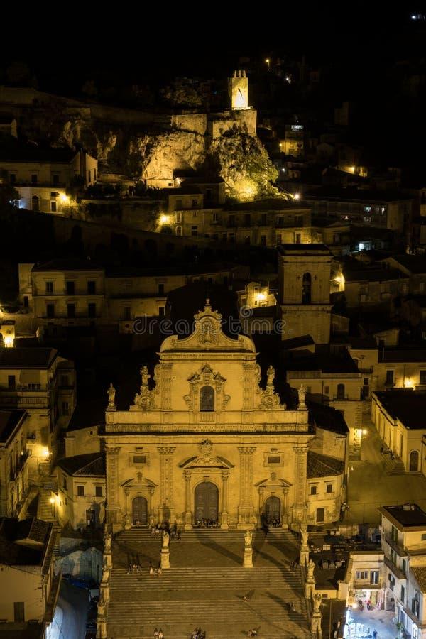 莫迪卡,西西里岛夜全景  图库摄影