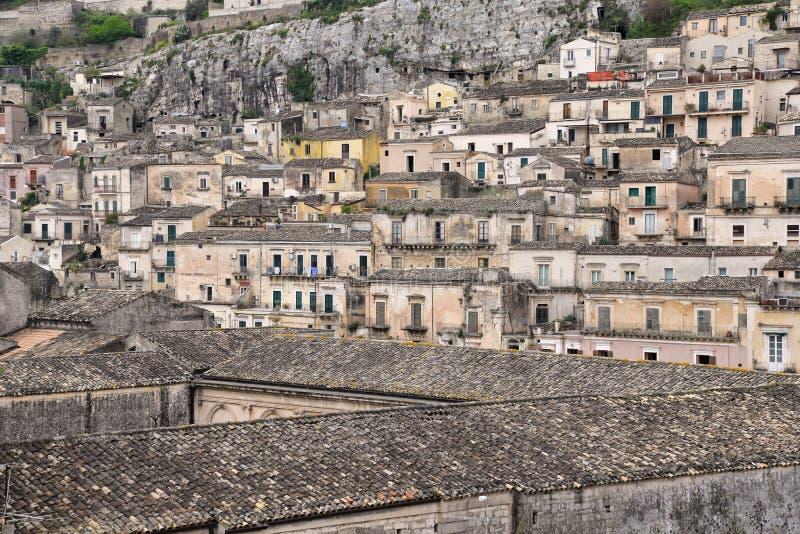 莫迪卡,西西里岛,意大利 老市中心的看法 库存图片