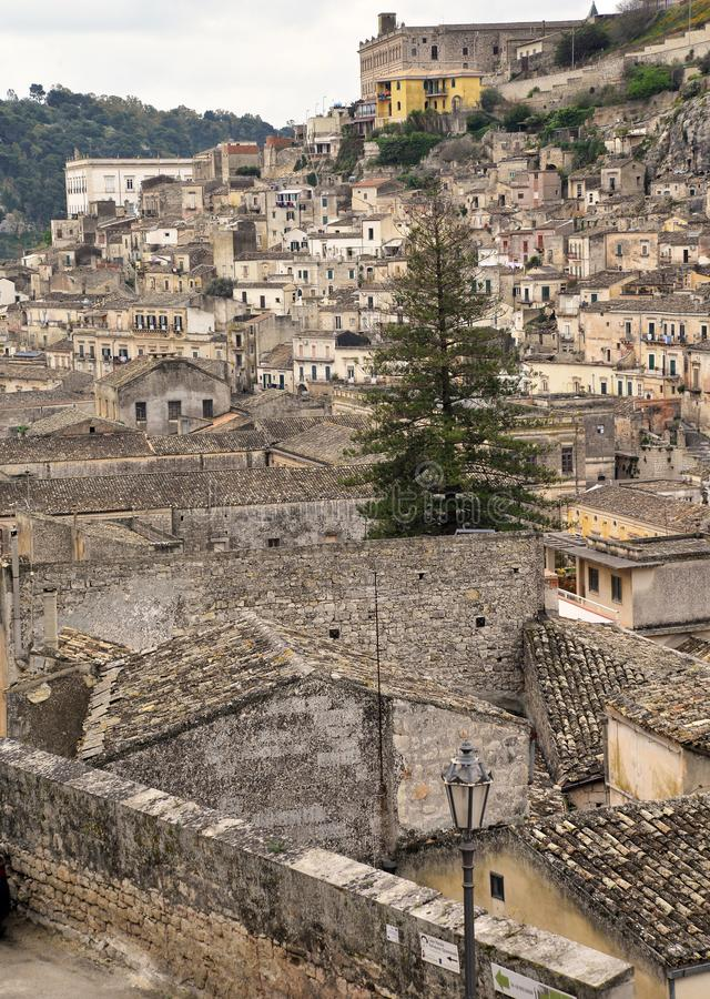 莫迪卡,西西里岛,意大利 老市中心的看法 免版税库存图片