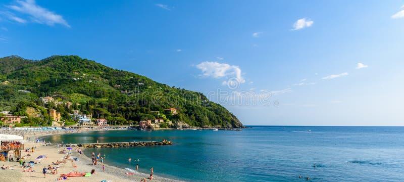 莱万托-镇在利古里亚,接近五乡地在意大利 风景地中海里维埃拉海岸有五颜六色的历史奥尔德敦 库存照片