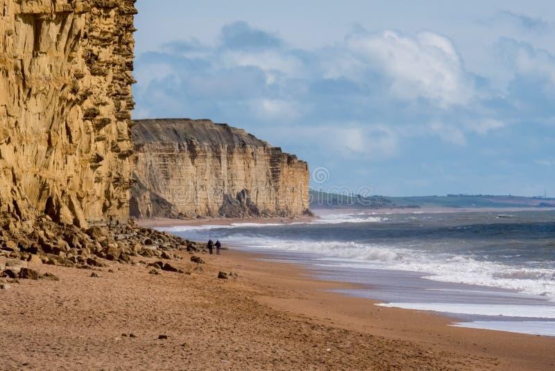 莱姆里杰斯, DORSET/UK - 3月22日:在莱姆的侏罗纪海岸线关于 免版税库存照片