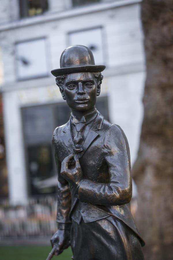 莱斯特广场,伦敦,大伦敦,2019年2月7日,查尔斯卓别林先生雕象  免版税库存照片