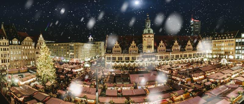 莱比锡,德国中心广场,有圣诞节市场的 图库摄影