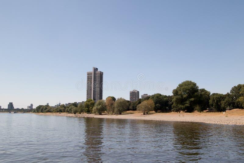 莱茵河河岸的一个摩天大楼在科隆香水德国 库存照片