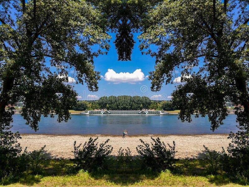 莱茵河看法从Rheinaue公园的在波恩,德国 库存照片