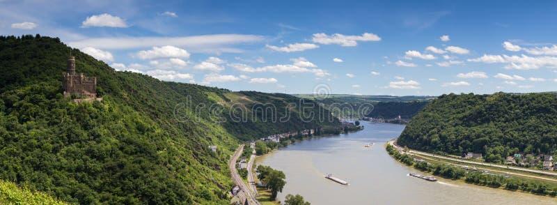 莱茵河谷的全景与中世纪城堡的 库存图片