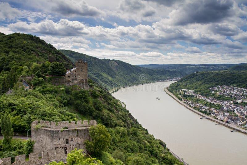 莱茵河谷的全景与城堡Liebenstein的 图库摄影