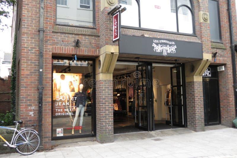 Download 莱维品牌商店 图库摄影片. 图片 包括有 时髦, 衣物, 边路, 牛仔裤, 方式, 路面, 存储, 界面 - 59102517