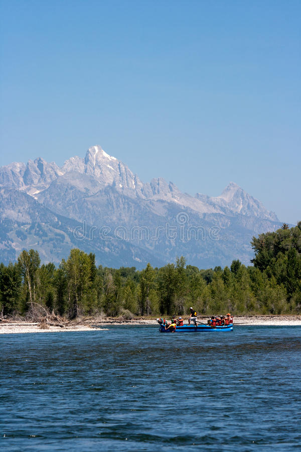 Download 获得在河的乐趣 库存照片. 图片 包括有 全部, 乐趣, 小船, 夏天, 国家, 结算, 公园, 划船, 峰顶 - 30334860