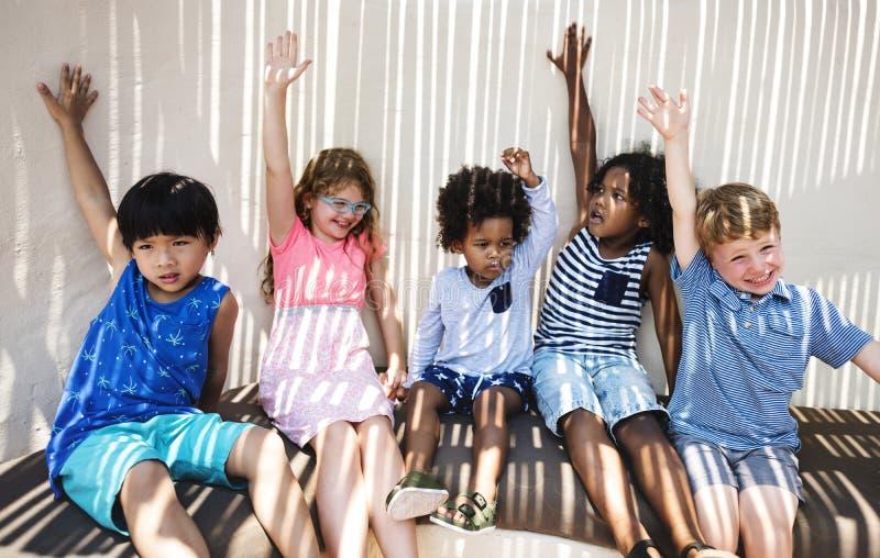 获得小组的小孩乐趣 库存图片