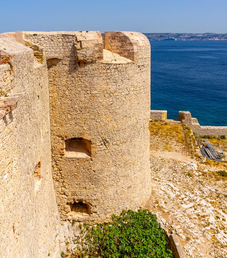 获得小船在蒙特克里斯托城堡,如果海岛 免版税图库摄影