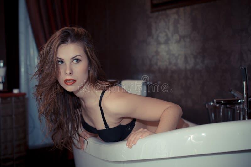 Download 获得性感的美丽的少妇的图片乐趣 库存照片. 图片 包括有 设计, 喜悦, 诱人, 性感, 女用贴身内衣裤 - 62534924