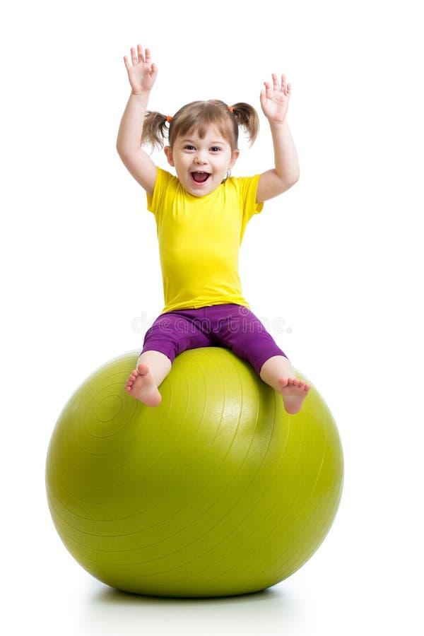 获得的孩子与体操球的乐趣 免版税库存照片