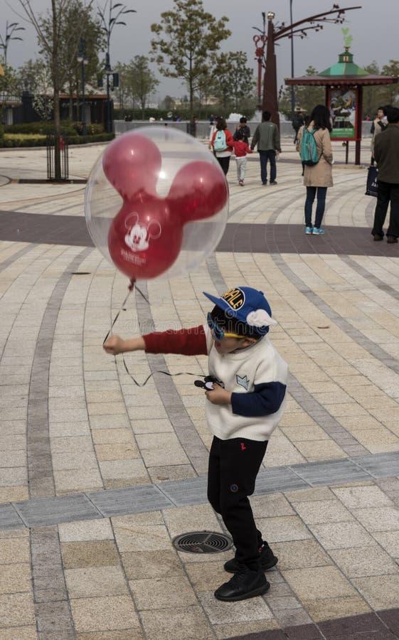 获得的孩子乐趣, Disneyworld上海 免版税库存图片