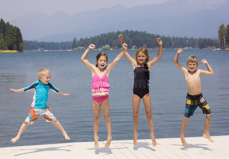 获得的孩子乐趣他们的暑假 免版税库存图片