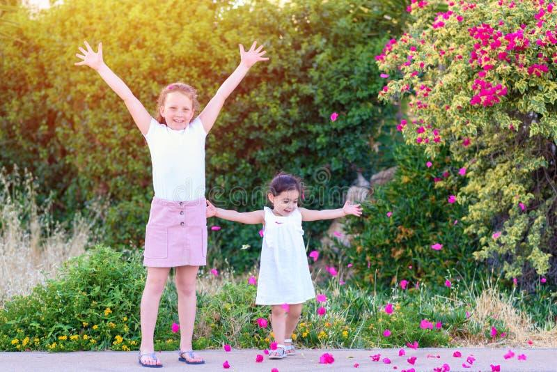 获得的孩子室外的乐趣 免版税库存图片