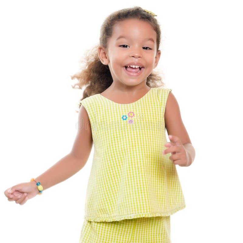 获得逗人喜爱的小西班牙的女孩笑和乐趣 免版税库存图片
