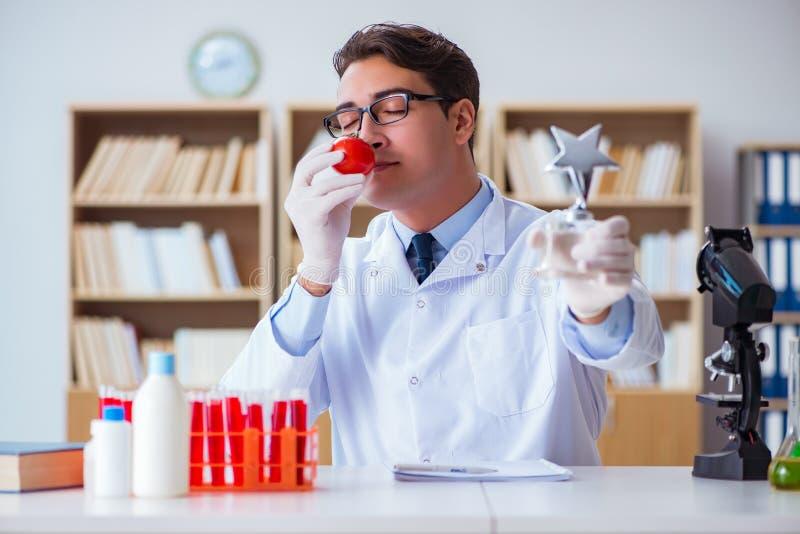 获得他的研究发现的医生科学家奖 免版税库存照片