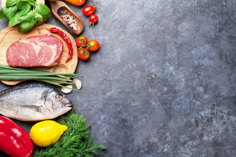 菜、鱼、肉和成份烹调 库存照片