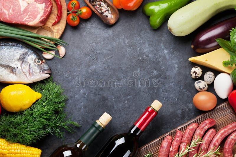 菜、鱼、肉和成份烹调 免版税库存图片