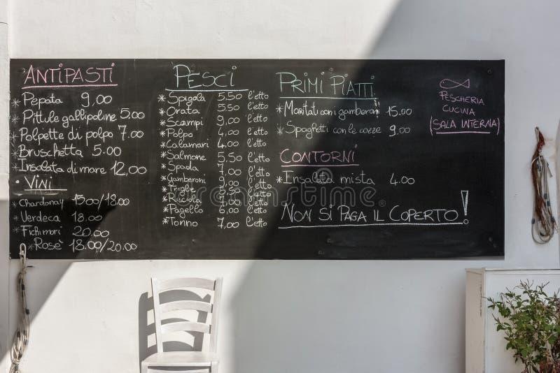菜单典型的餐馆在Gallipoli的中心 库存照片