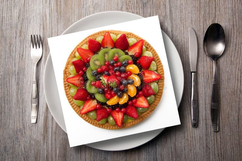 菜单在木背景的果子蛋糕 库存图片