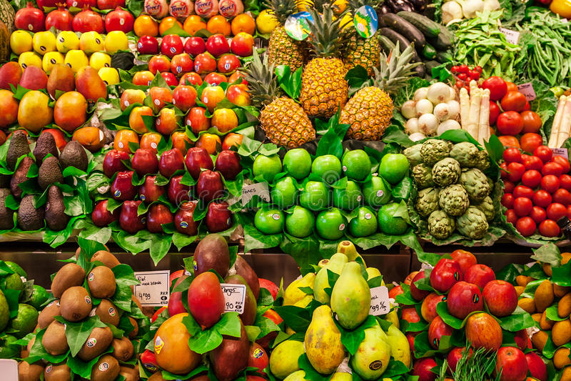 菜和果子在梅卡de la Boqueria失去作用 库存照片