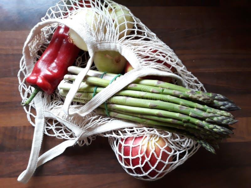 菜和friuts的Eco袋子 免版税图库摄影