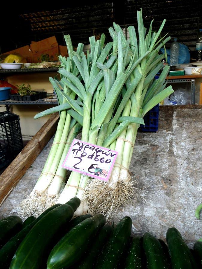 菜在市场上的希腊 买沙拉 旅行 库存图片