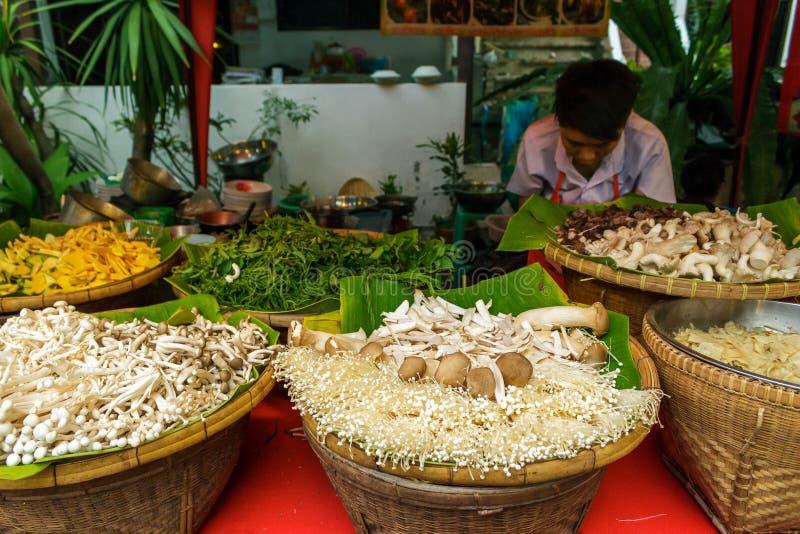 菜在走的街市上在清迈,泰国 免版税库存图片