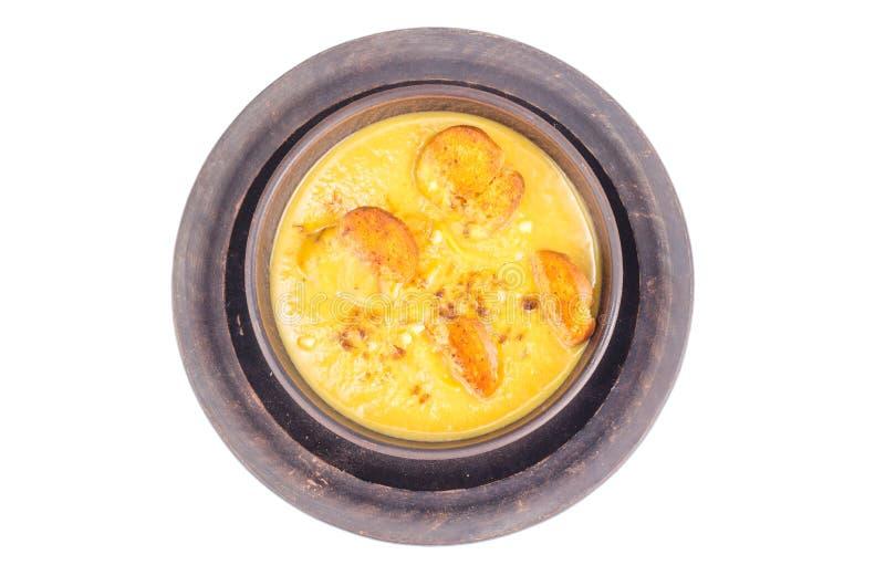菜奶油色汤用油煎方型小面包片 免版税库存图片