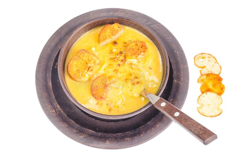 菜奶油色汤用油煎方型小面包片 库存照片