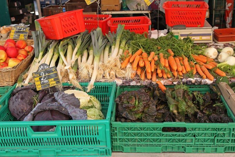 Download 菜条板箱 库存图片. 图片 包括有 有机, 成熟, 春天, 停转, 应用, 红萝卜, 农夫, 圆白菜, 果子 - 30331399
