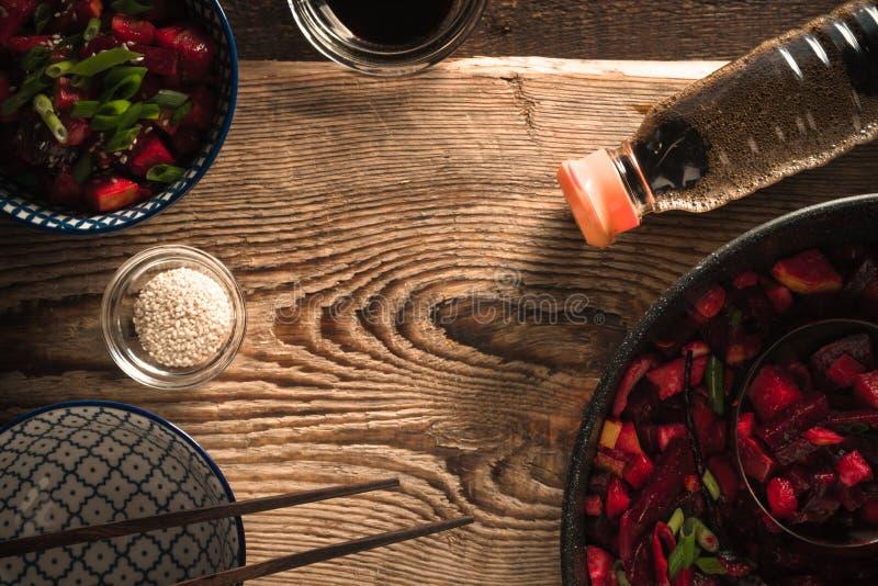 菜框架用中文,在木板的酱油 图库摄影