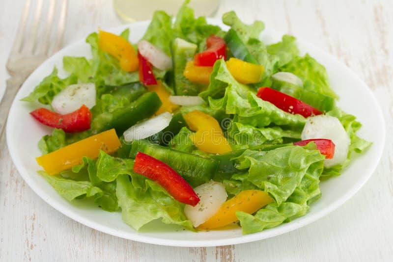 Download 菜沙拉用萝卜 库存照片. 图片 包括有 沙拉, 剪切, 正餐, 午餐, 制动手, 叉子, 新鲜, 餐馆, 绿色 - 30334934