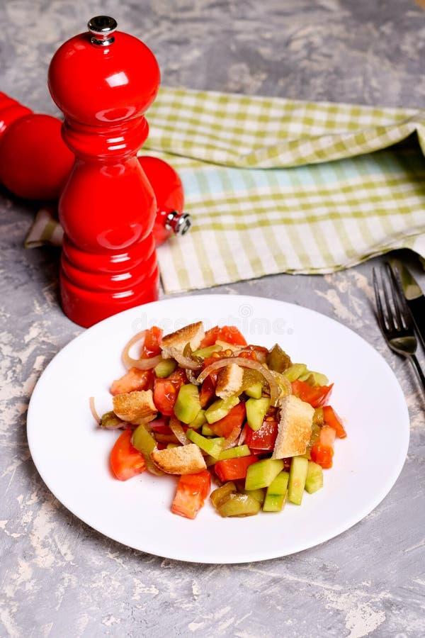菜沙拉,在板材的天花板,健康饮食,素食主义者 免版税图库摄影